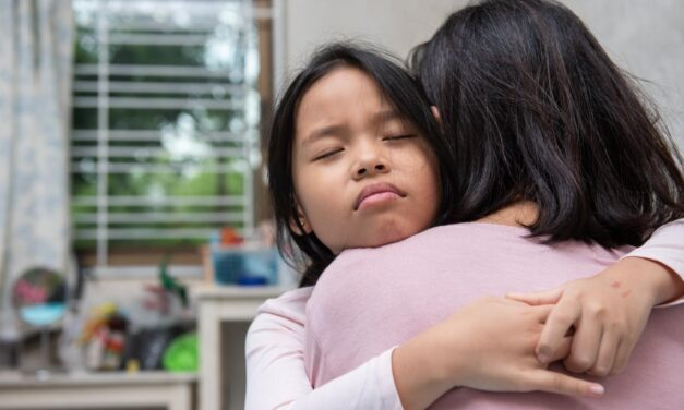 Hogyan tudják a szülők támogatni a gyermekeiket a COVID19 miatt bekövetkezett veszteségek feldolgozásában